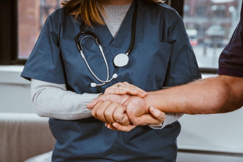 Infirmiers libéraux et proches aidants : collaborer pour mieux accompagner les patients à domicile