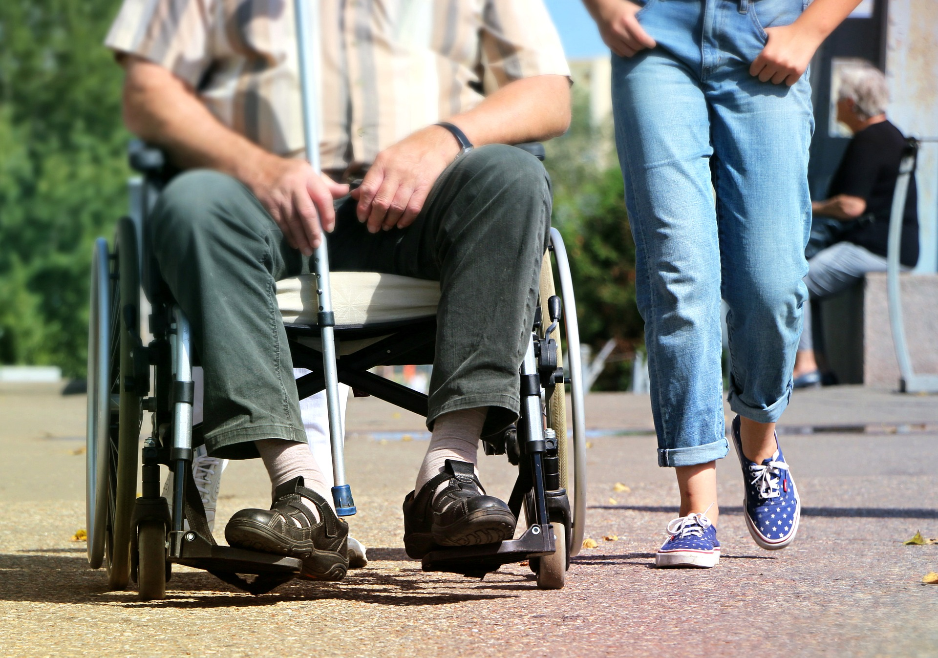 Le fauteuil roulant, aide technique à la mobilité