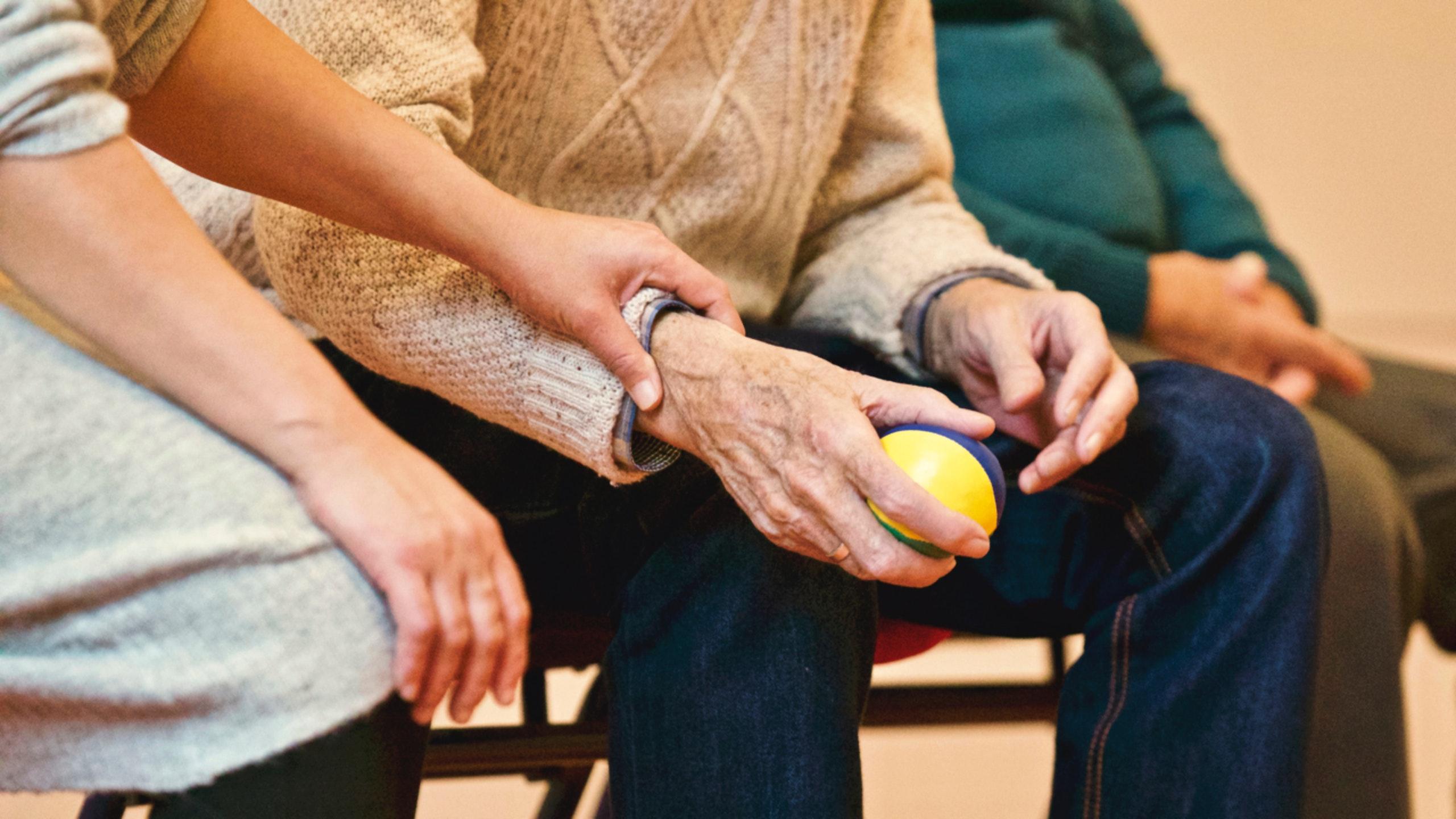 un service à domicile nouveau, pour les loisirs des proches âgés